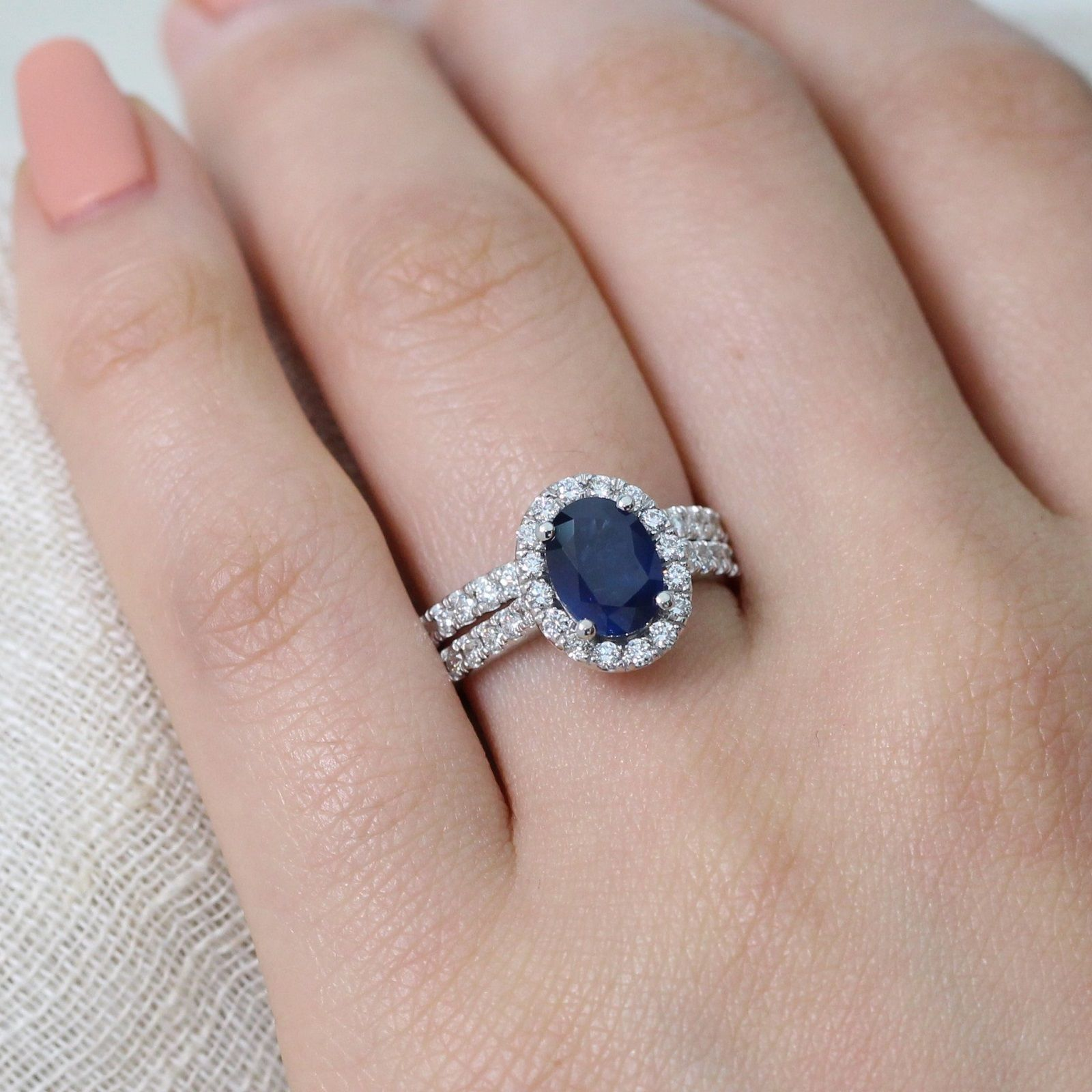 A bridal set inspired by Princess Diana's sapphire