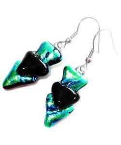Handgemaakte oorbellen van blauw-groen-zwart dichroide glas!
