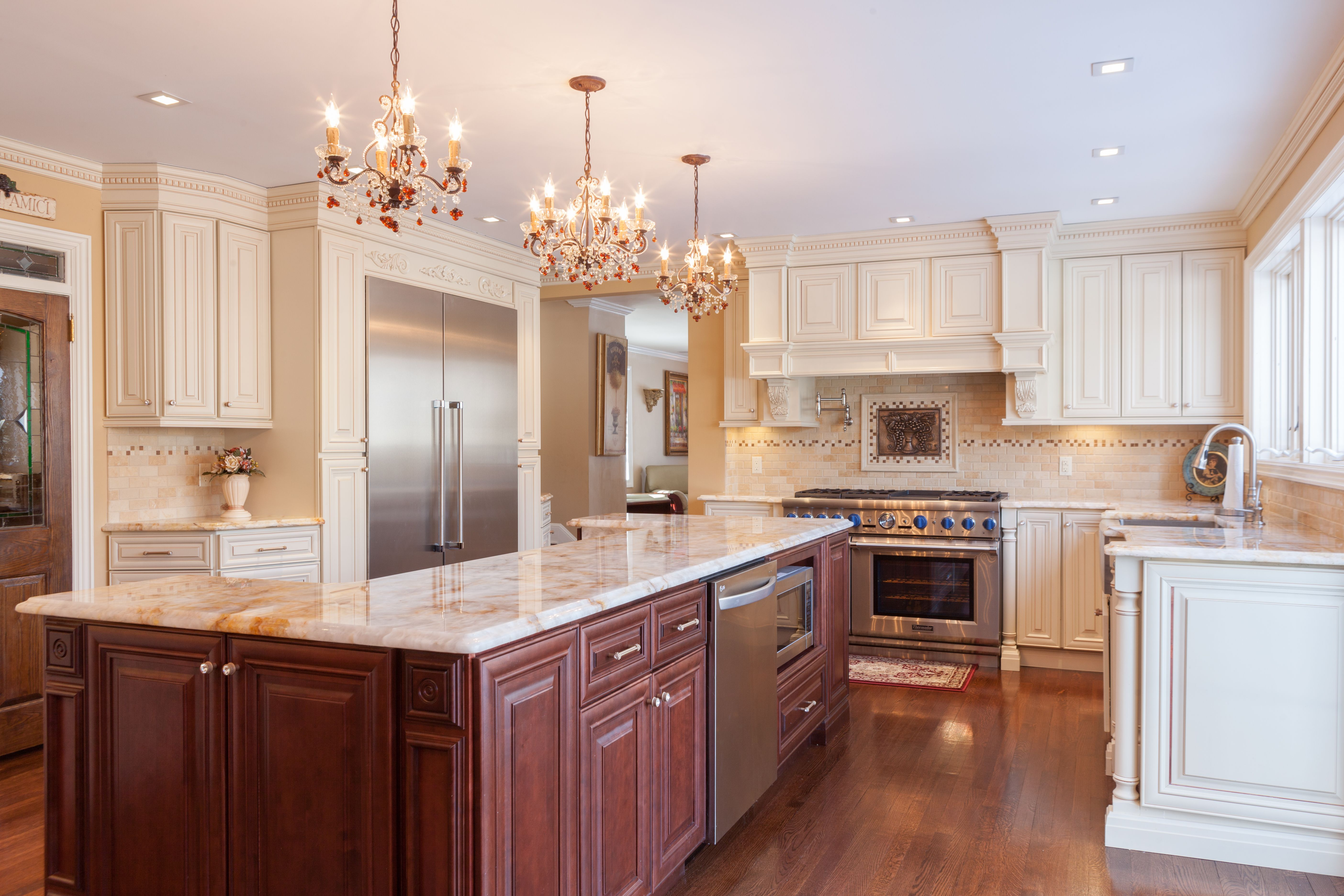 j k cabinetry traditional cabinets made from maple wood in a creme glazed finish style a7 on j kitchen id=98446