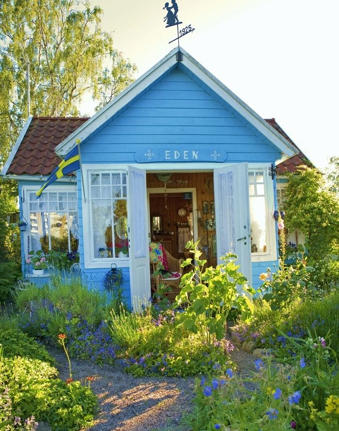 Merveilleux How Cute Is This Little Blue Cottage Located In Landskrona, Sweden