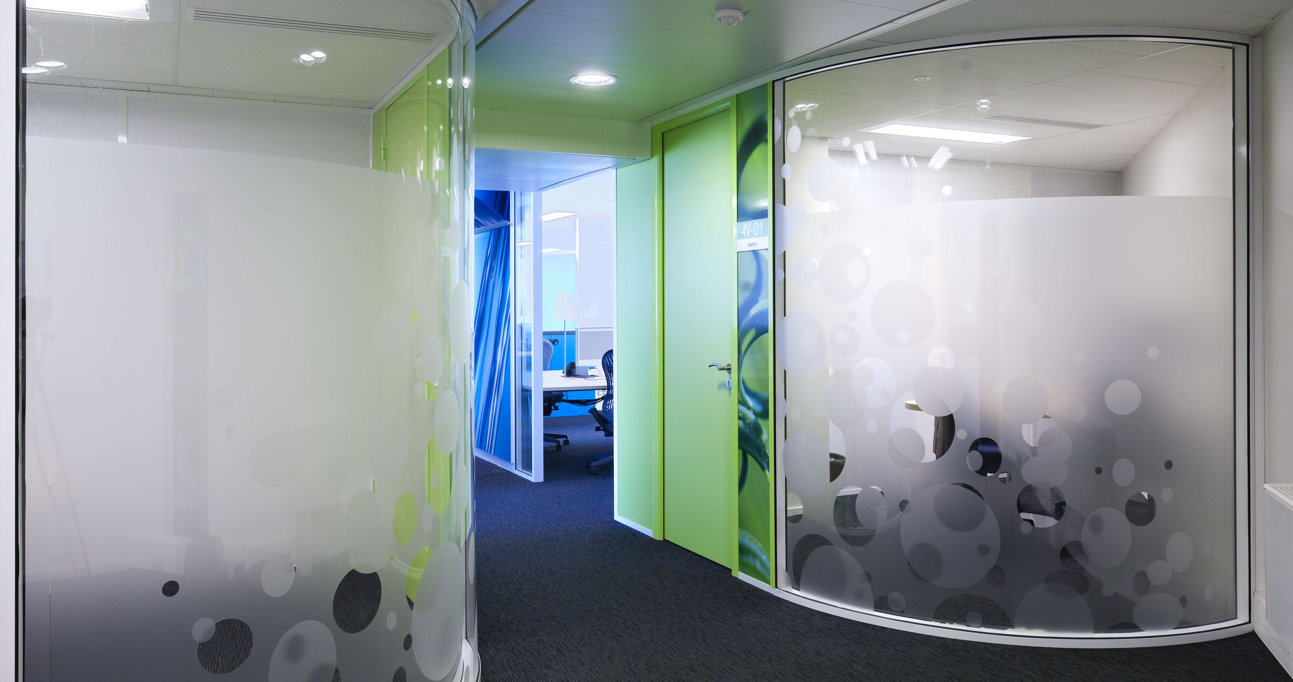 bureau arrondi cloison vitr e courbe pinterest bureau cloison vitre et am nagement bureau. Black Bedroom Furniture Sets. Home Design Ideas