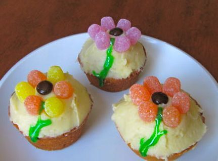 Cupcake recipes from scratch fun cupcakes flower for Fun and easy cupcake decorating ideas