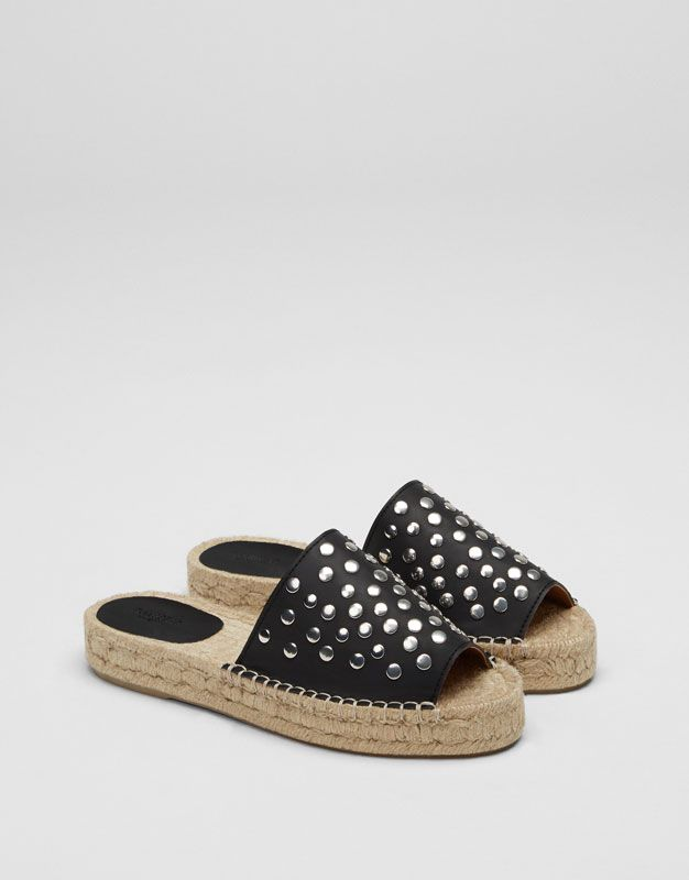 f0b200ec0b8 Sandalia yute tachas negra - Ver todo - Zapatos - Mujer - PULL BEAR España