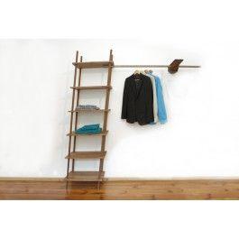 MA – 36 Das Rega Simpel – was das erscheinen angeht, Simpel – um Ordnung zu halten.Dieses Regal funktioniert durch ein Stecksystem, die Holzbretter werden durch Bolzen an den 4 Eisenstangen gehalten. Eine Kleiderstange gibt die Möglichkeit Kleidung aufzuhängen, durch das Holzstück ist Sie fest mit der Wand verbunden. Das Holz ist ein Findling, also ein Unikat und kann verschieden aussehen.Die Kleiderstange ist 1300mm  lang und reicht 460mm in den Raum. Material: Akazie // MetallMaße: (L x B…