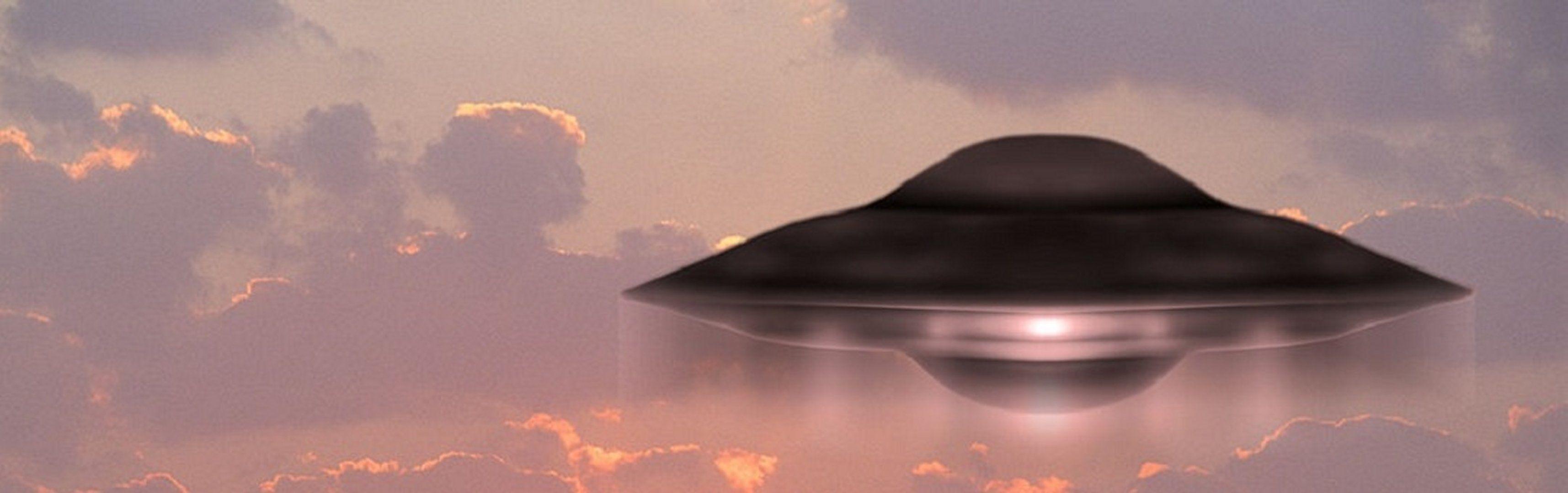"""""""Overheden bereiden burgers voor op onthullingen over buitenaards bezoek"""" - http://www.ninefornews.nl/overheden-burgers-onthullingen-buitenaards/"""