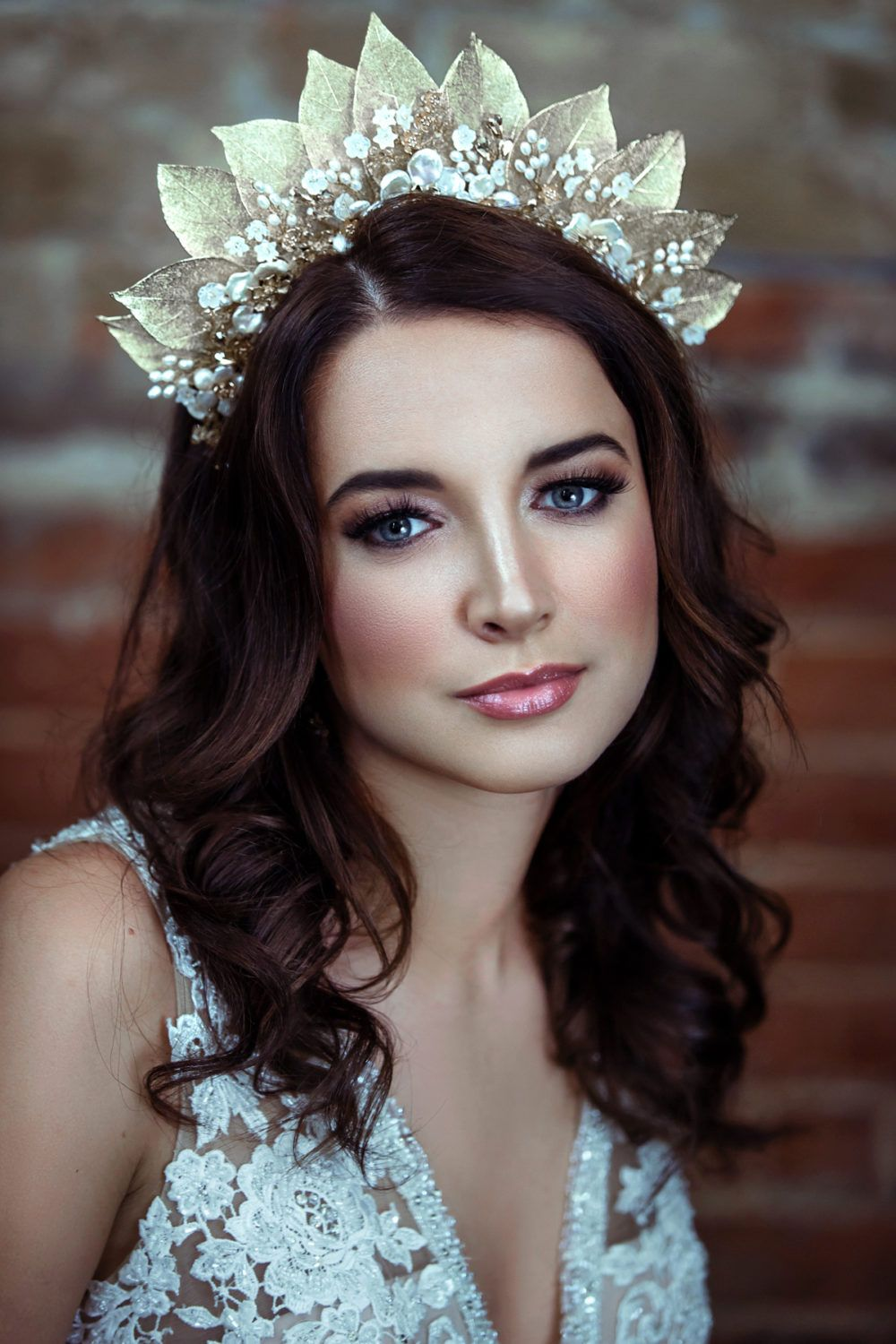 Beautiful Bridal Headpiece Trends for 2019 and How To Wear Them