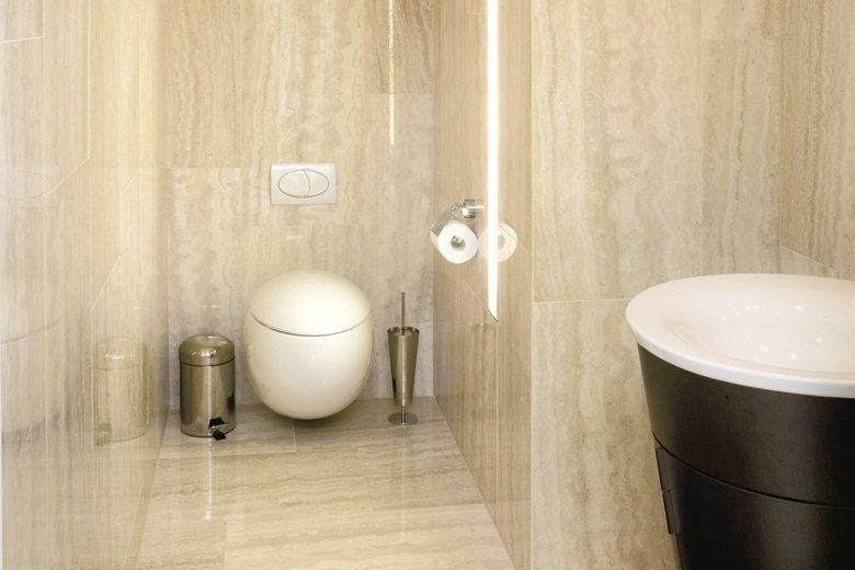 Kylpyhuoneet | TaloTalo | Rakentaminen | Remontointi | Sisustaminen | Suunnittelu | Saneeraus #kylpyhuone #moderni #kulta #bathroom #modern #golden #talotalo