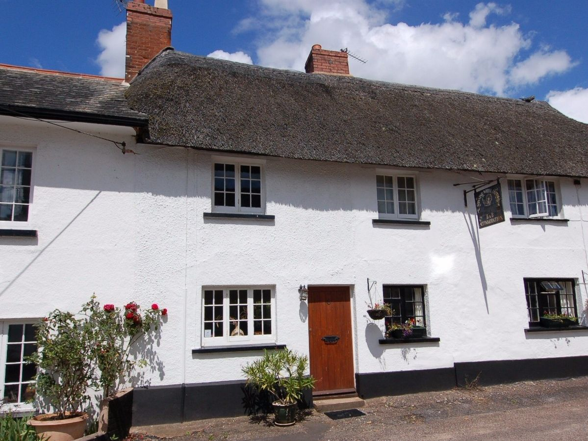 This Pretty Pet Friendly Thatched Cottage Is In The Attractive Devon Village Of Otterton And Sleeps Up To 4 Peo