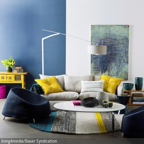 Farbkombinationen Blau Grau: Die Sessel In Blau Und Das Sofa In Hellem Grau Mit Kissen