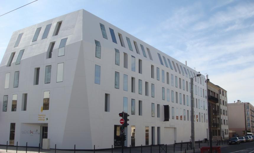 Cladding of hotel seeko 39 o bordeaux designed by artelier d for Hotel seeko