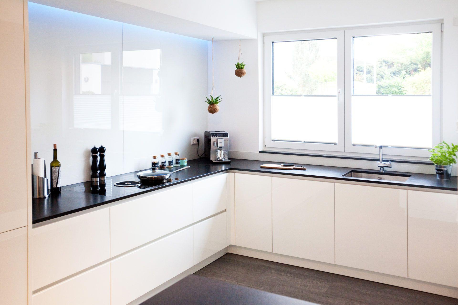 Moderne Hochglanz Kueche Weiss Kochinsel Neff 025 | Living Home ...