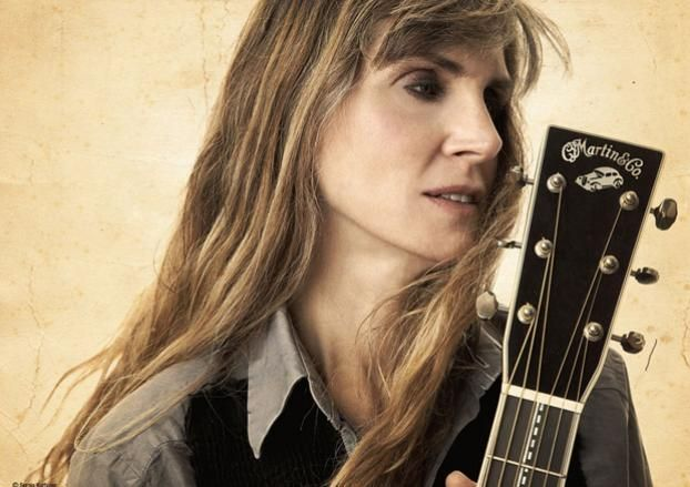Eight Amazing Female Acoustic Guitar Players Rory Guitar Girl Guitar Player