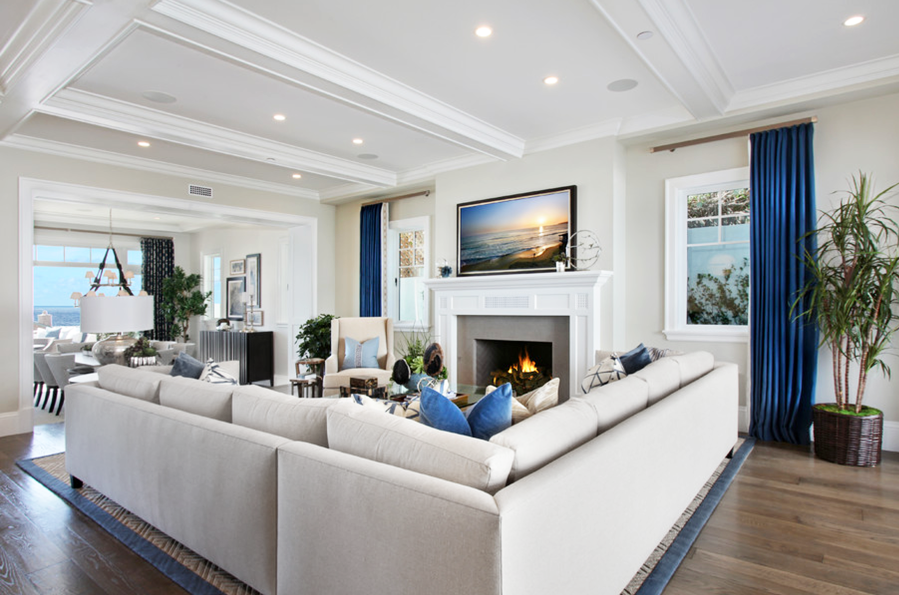 10 Reasons To Love Big Comfy Sectionals Livingroom Layout