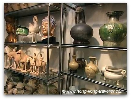 Chinese Antiques  Gallery in Hollywood Road in Hong Kong