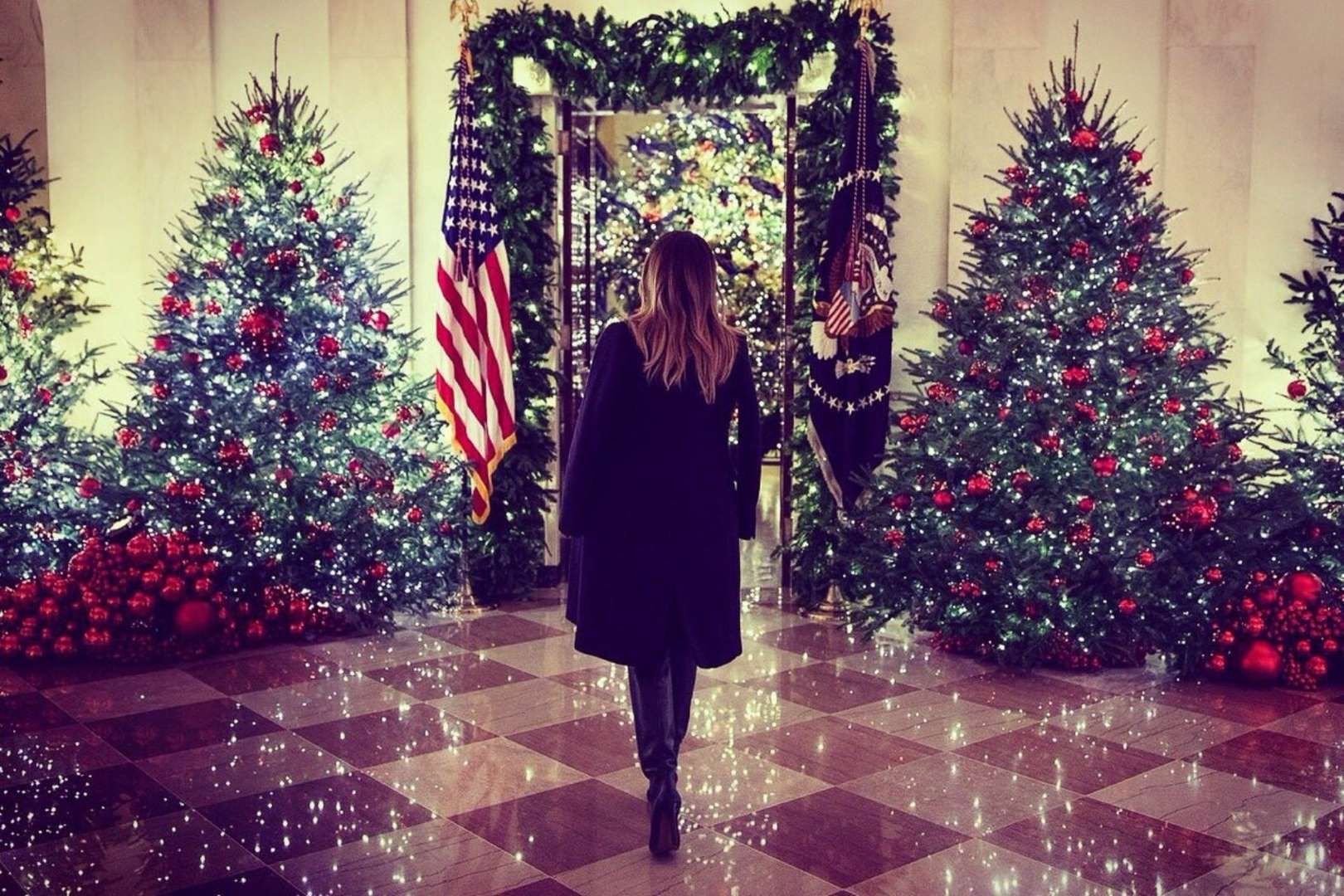 Whitehouse Christmas.25 Photos Show The White House All Decked Out For Christmas