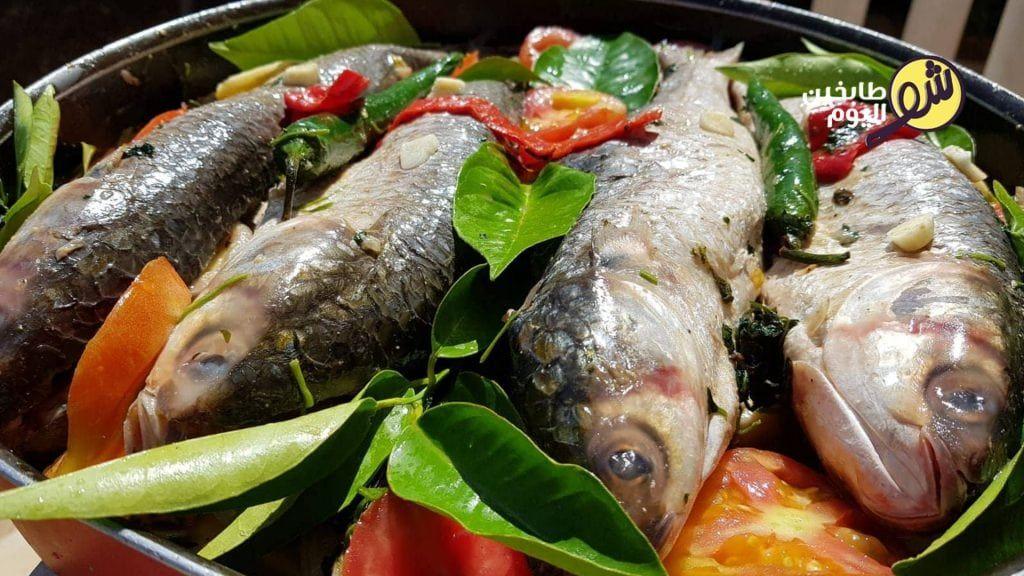 طريقة عمل السمك المشوي بالفرن شو طابخين اليوم Middle Eastern Recipes Food Recipes