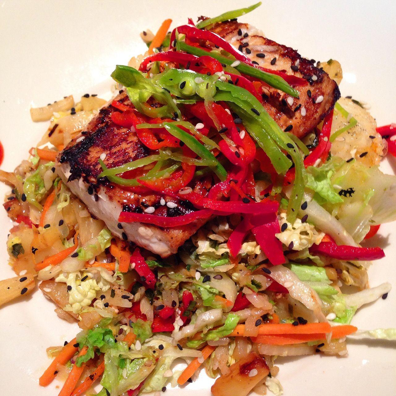 Hawaiian Mahi-Mahi / Mahi-Mahi served atop brown rice, chopped pineapples and veggies / 420 calories / BJ's Restaurant and Brewhouse (2014)