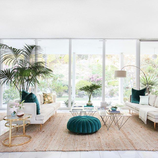 When lush meets plush. {home of @kellyoxford, #interiordesign by @mrorlandosoria, photo by @tessaneustadt}