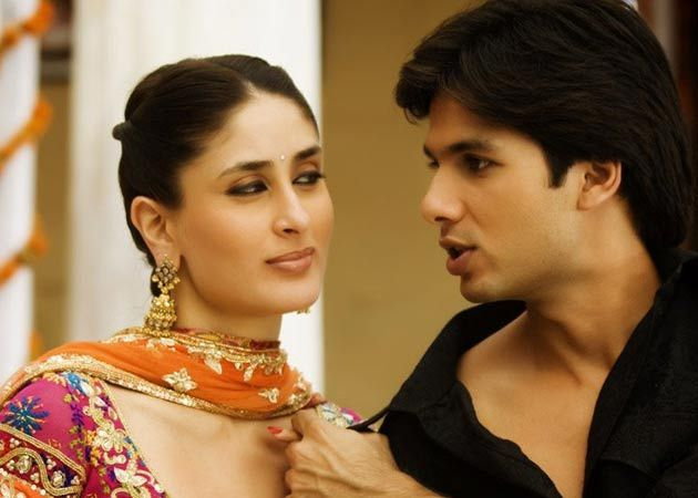 Image result for kareena kapoor shahid kapoor in love candid