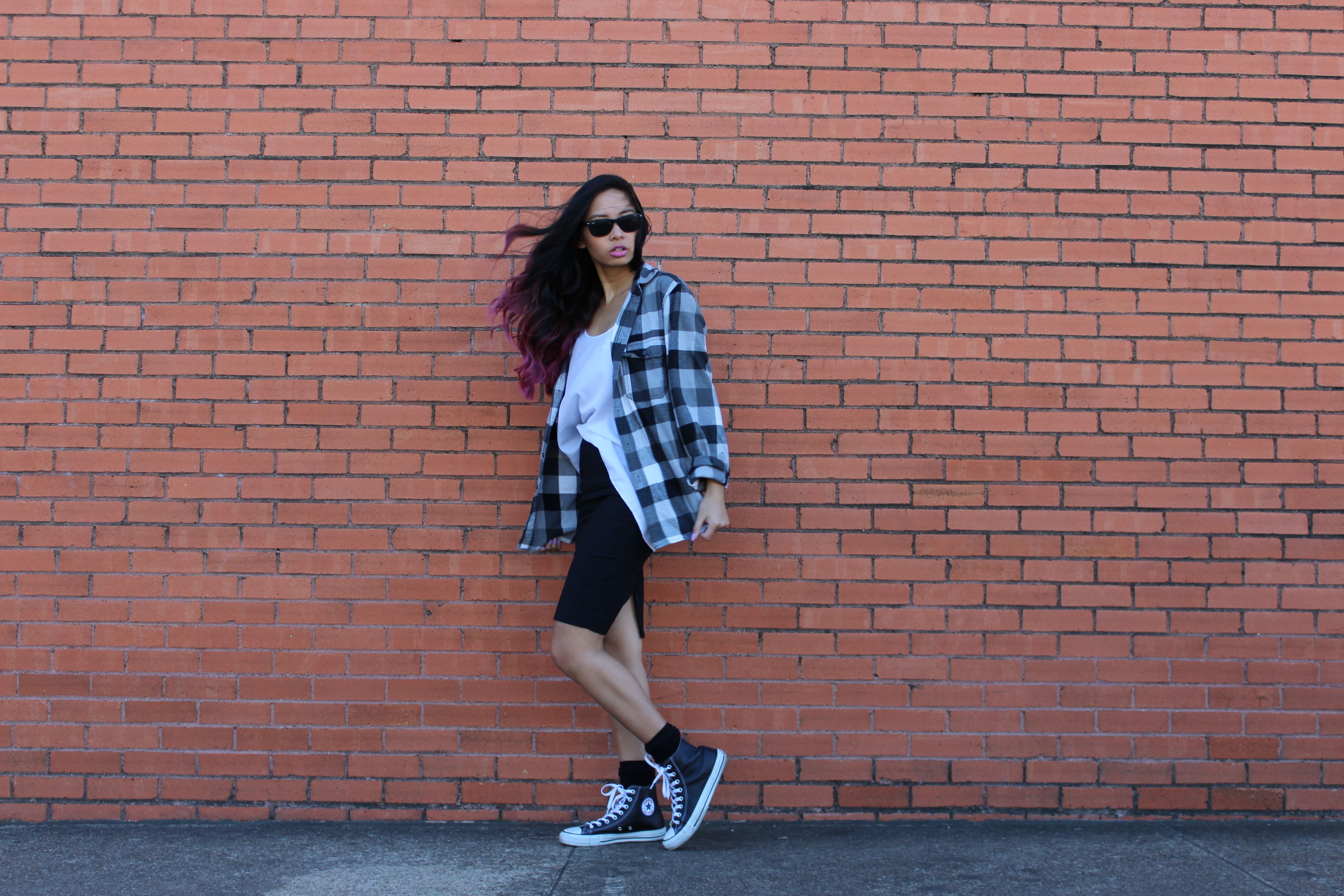 Converse and flannel outfit - ways to wear flannels; how to style flannel shirts