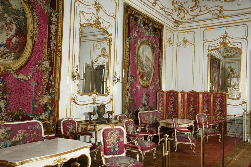 Roter Salon (Boucherzimmer) - http://www.hofburg-wien.at ...