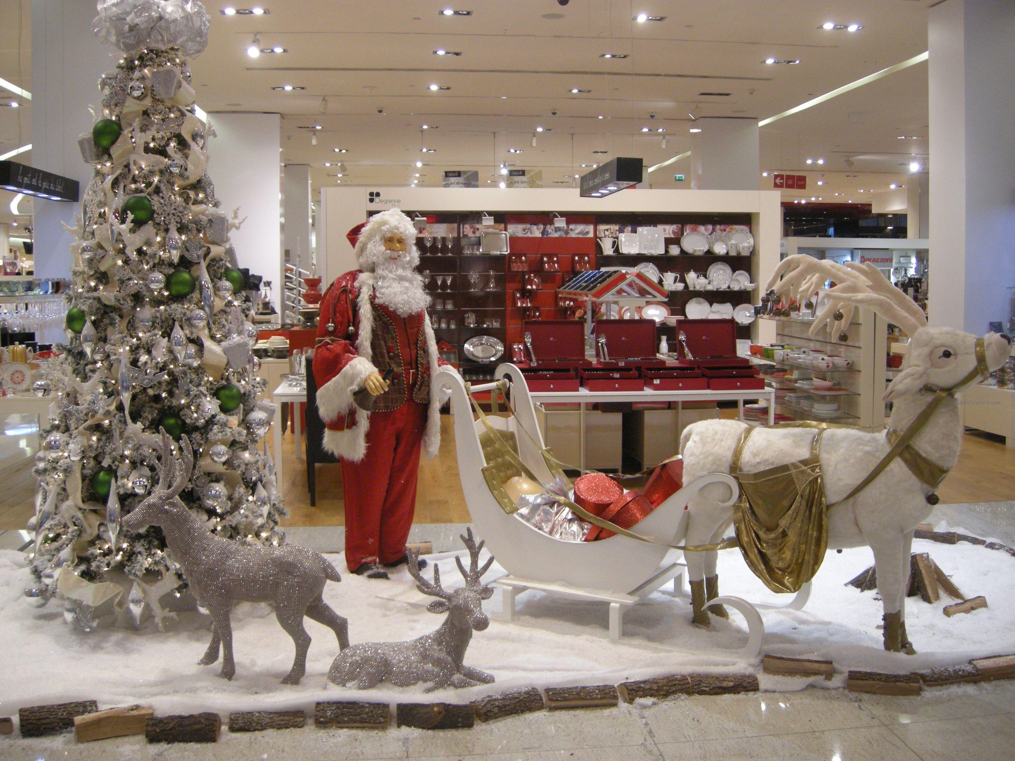 Christmas Decoration Lightens Up Dubai Mall Vitrines Christmas Decorations Decor Dubai Mall