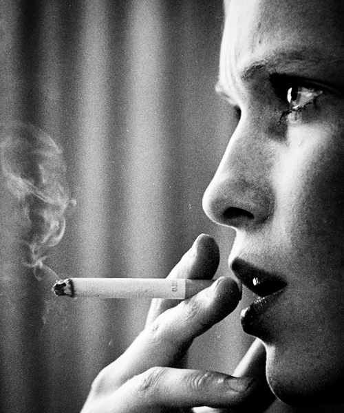Mia Farrow, New York, 1970 by David Hume Kennerly | http://www.kennerly.com. I love the crop and grain on this photo.
