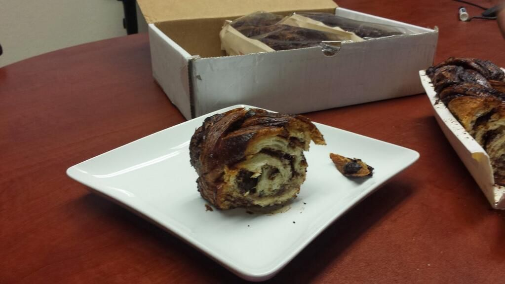 Starting the morning off with a fresh piece of NYC's best chocolate babka from @Kenneth Green https://www.foodydirect.com/restaurants/breads-bakery/dishes … pic.twitter.com/43vJPjLDy6