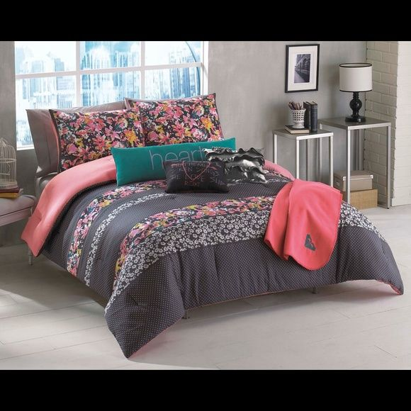 Traded⚠ bedset Roxy bed set includes 1shame 1bed spread 1trow - Used Bedroom Sets