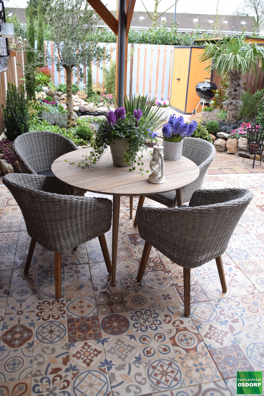 Spaanse Tegels Tuin.Bestrating Secret Garden For T In 2019 Buiten Tegels