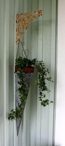Elämää maalaismaisemissa: Kuistin kukkasia