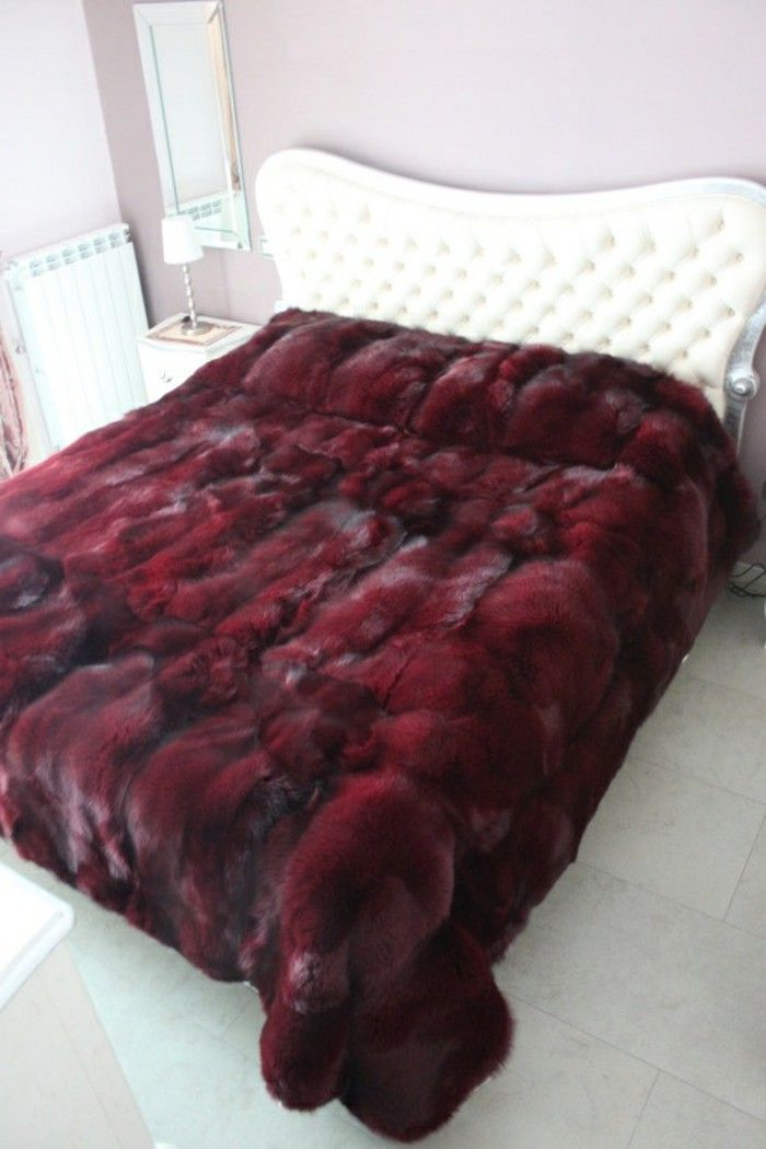 flauschige tagesdecken f r betten kuschelig und gem tlich deko ideen pelz. Black Bedroom Furniture Sets. Home Design Ideas