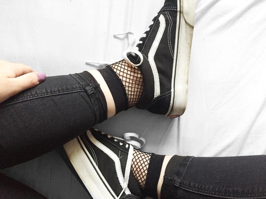 b31d514d59cff Pin by o l i v i a on outfits | Shoes, Fishnet socks, Fishnet outfit