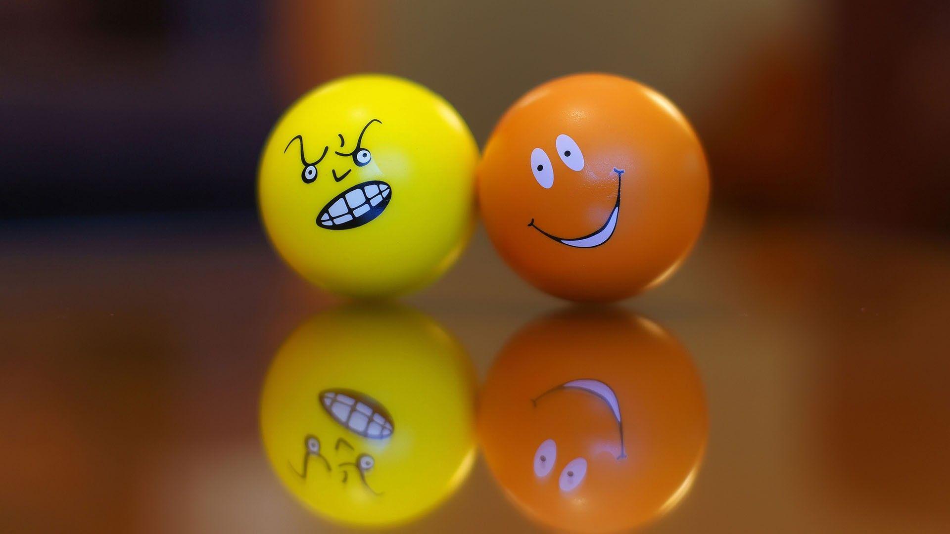 Download smiley face wallpaper hd wallpaper - Smiley Emoticons Hd 1080p Wallpapers Download