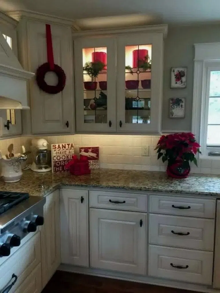 13 Christmas Kitchen Holiday Decor Tips And Ideas Christmas Kitchen Holidaydecor Irma Kitchen Design Decor Christmas Kitchen Decor Kitchen Cabinets Decor
