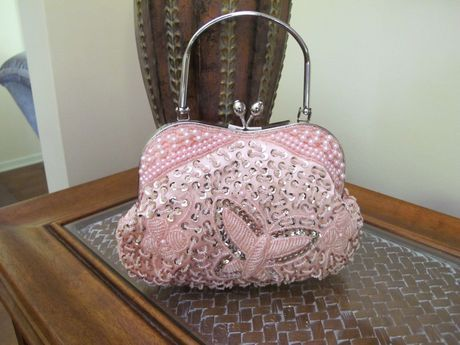 Available @ TrendTrunk.com Pretty, sweet evening or bridal bag. By SilverBay. Only $42.99!