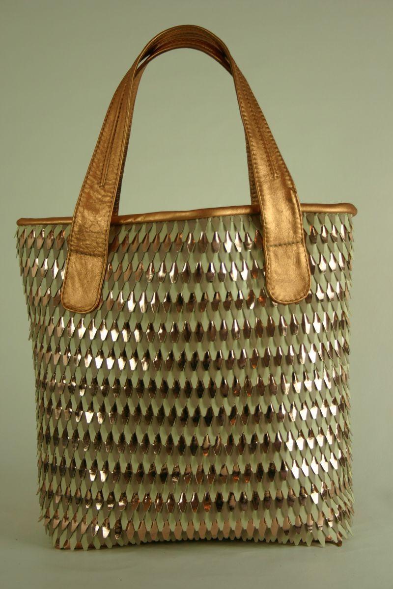 c1ee82936f Novas bolsas sacola da marca Elyane Fiuza.