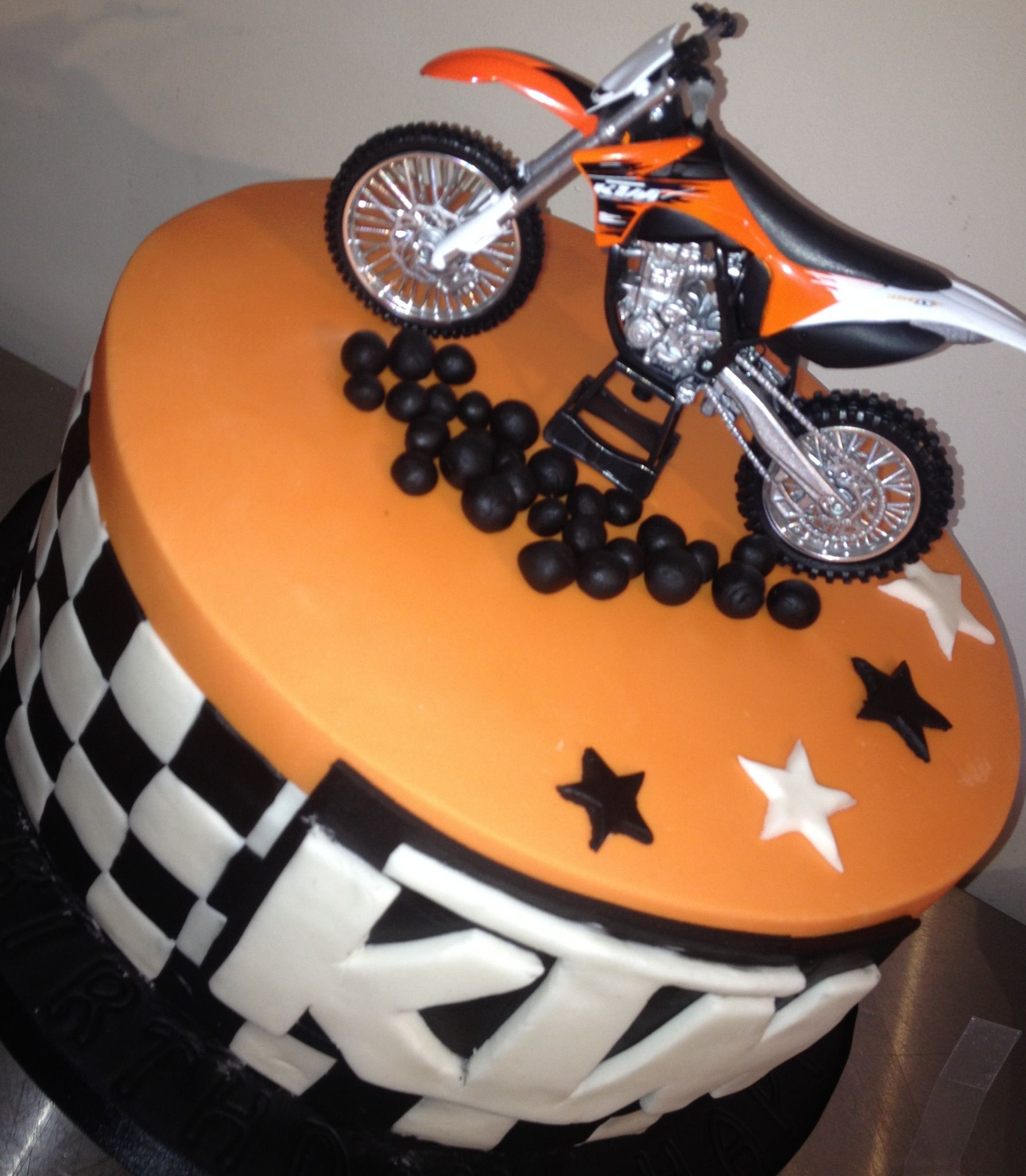 Fast and furious ktm birthday cake kids cakes for Decoration ktm
