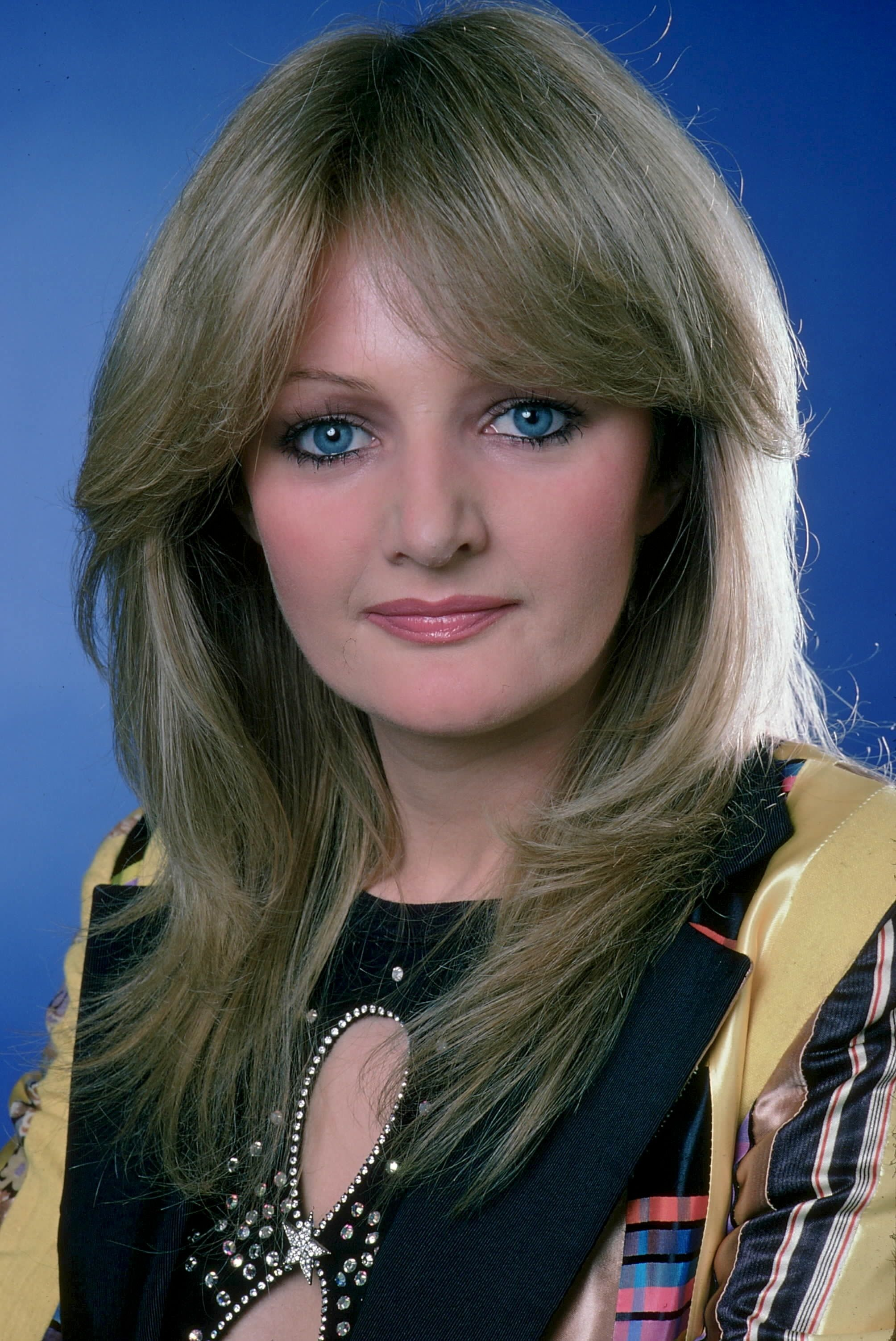 bonnie tyler holding out for a hero bonnie tyler. Black Bedroom Furniture Sets. Home Design Ideas