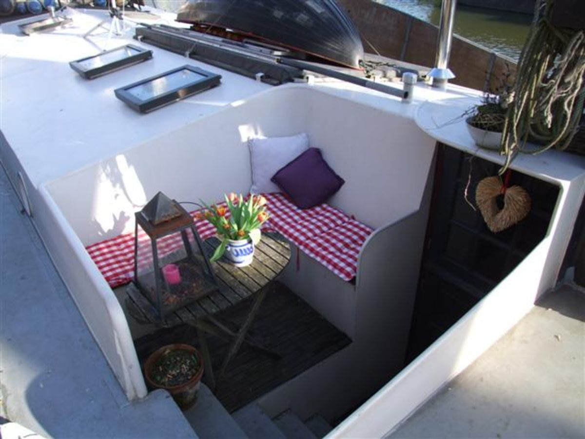 seating barge houseboat vivre sur une p niche pinterest boating narrowboat and dutch barge. Black Bedroom Furniture Sets. Home Design Ideas