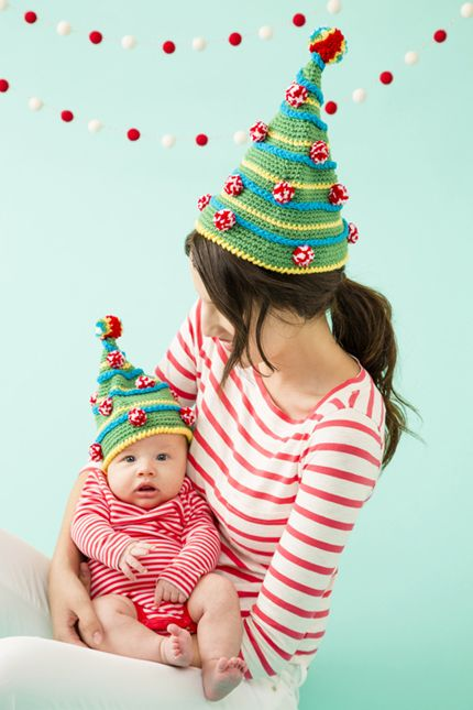 Tannenbaum Hats   crochet today. Yep, making one for everyone in the family this year.   Lavoro ...