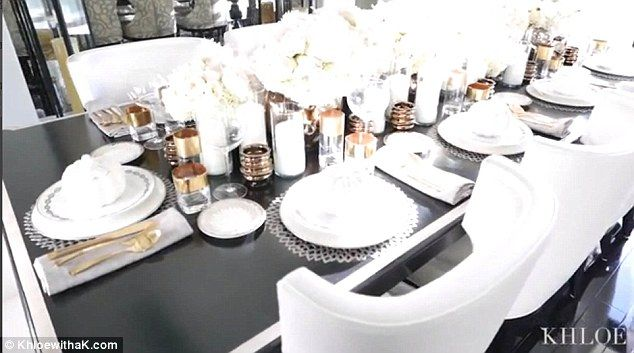 khloe kardashian dining room | Khloe Kardashian brings camera to her Thanksgiving dinner ...