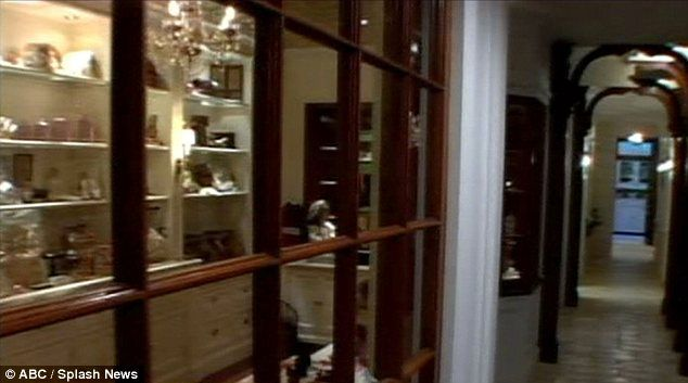 Inside Barbra Streisand S Home And The Antique Doll Shop In The Basement Celebrity Houses Barbra Home,Michelangelo David Head Sculpture