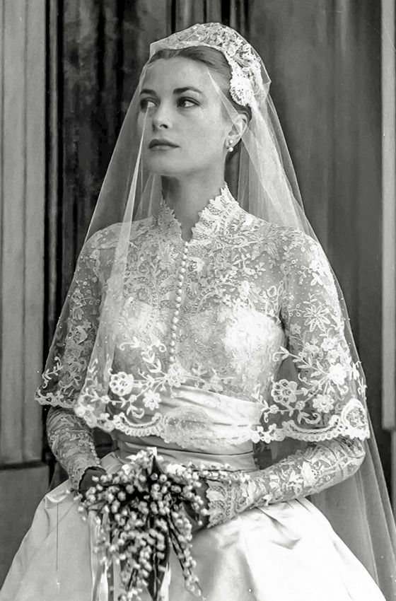 Grace Kelly Wedding Dress Because Of The Close Friendship Between Two Women Edith Head Umed That She Would Be Asked To Design D