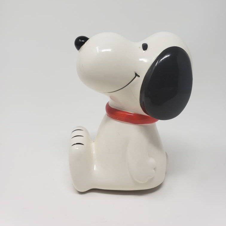 1966 Ceramic Snoopy Coin Bank Peanuts Piggy Bank Charles Schultz Comicstrip Snoopy Dog 60s Madeinjapan Cerami In 2020 Paint And Sip Coin Bank Vintage House