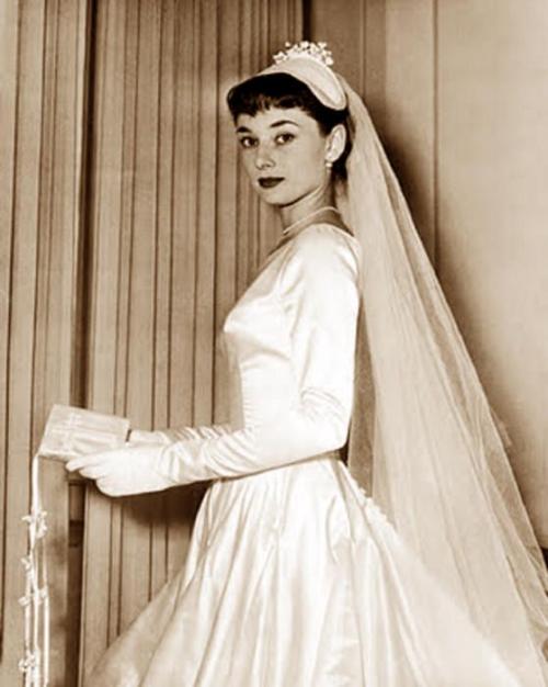Audrey Hepburn In Her First Wedding Dress 1954 Audrey Hepburn Wedding Dress Audrey Hepburn Wedding Givenchy Wedding Dress
