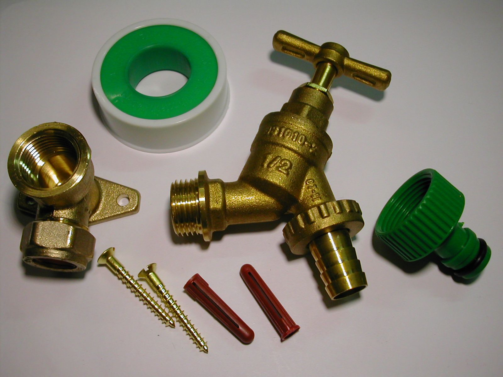 Outside tap kit with 15mm wall plate garden hose