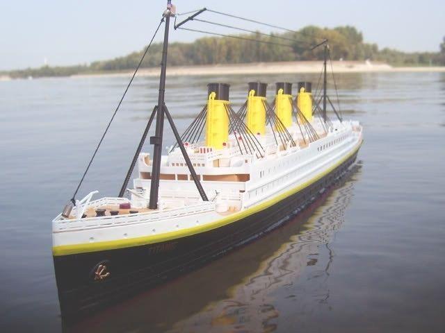 Titanic Electric RTR RC Boat BT Remote Control Cruise - Remote control cruise ship