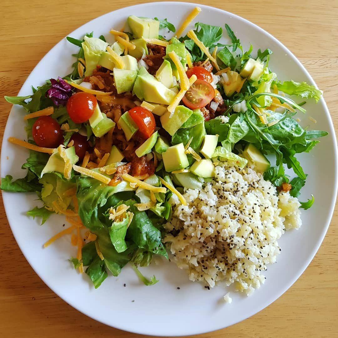 Almoco Com Salada De Folhas Frescas Abacate Com Tomatinho