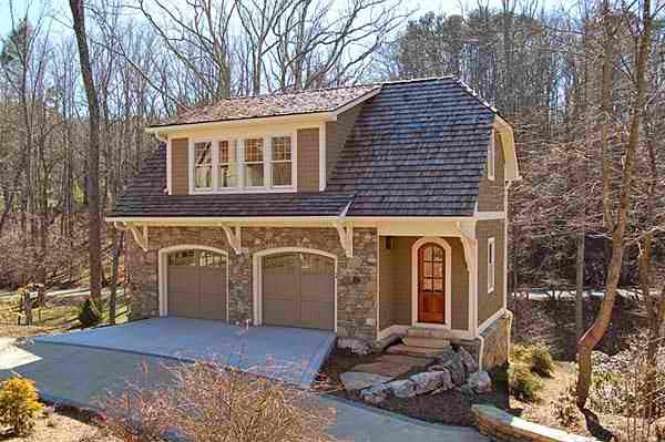 Another favorite carriage house shellyviv 39 s carriage for Carriage house apartment plans